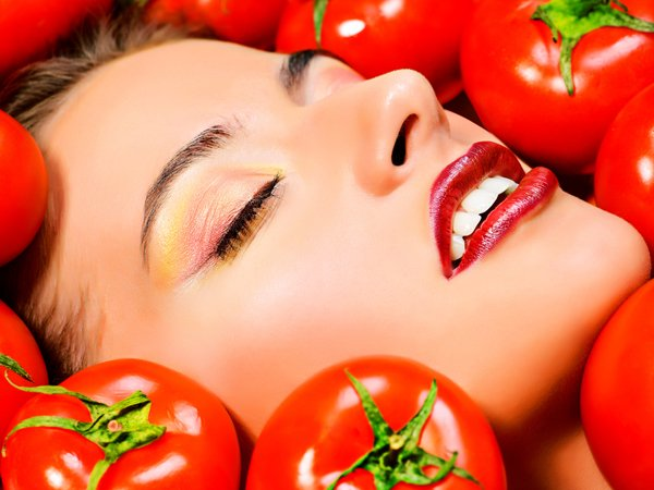 Tomato Hair Pack to Get Glowing Hair and Itchy Scalp..!