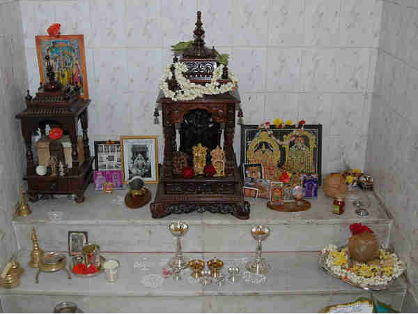 Dont Keep Photos of Dead Ancestors in Puja Room