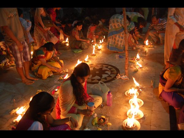 For Auspicious Results in Life, Do These Simple Things on Kartik Purnima