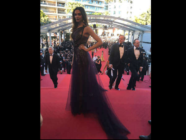 Don't Miss! Deepika's Festival de Cannes Red Carpet Look