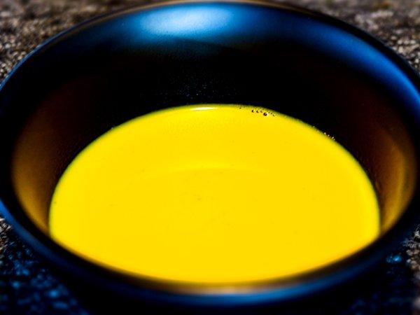 దగ్గుని అరికట్టే స్పైస్డ్ టర్మరిక్ మిల్క్ ను తయారుచేసుకోవడమెలా + ఈ రెసిపీలో వాడిన పదార్థాల వలన కలిగే ఆరోగ్యప్రయోజనాలు