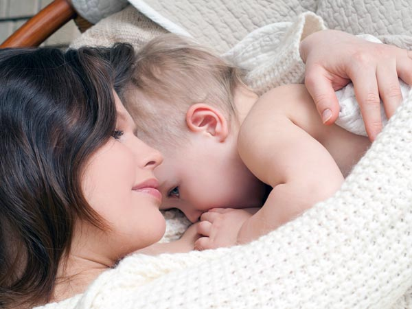 Baby sleeps while breastfeeding? Here's how to tell if it is full or still hungry