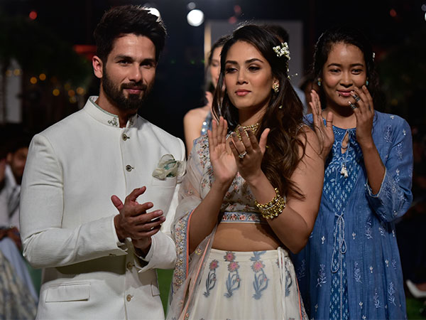 shahid kapoor mira rajput as anita dongre showstoppers