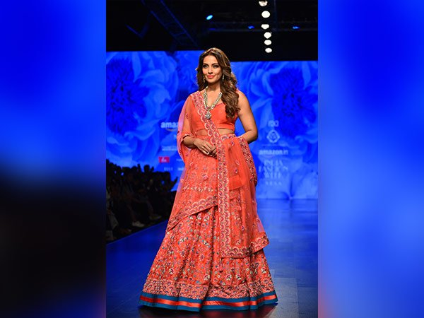 AIFW Day 2: Bipasha Basus Elegance Will Mesmerize You!