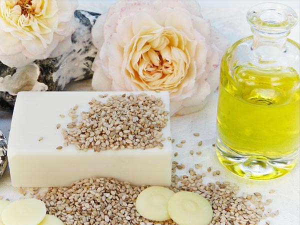Advantages of using Castor oil and Sesame Oil For treating hair loss.
