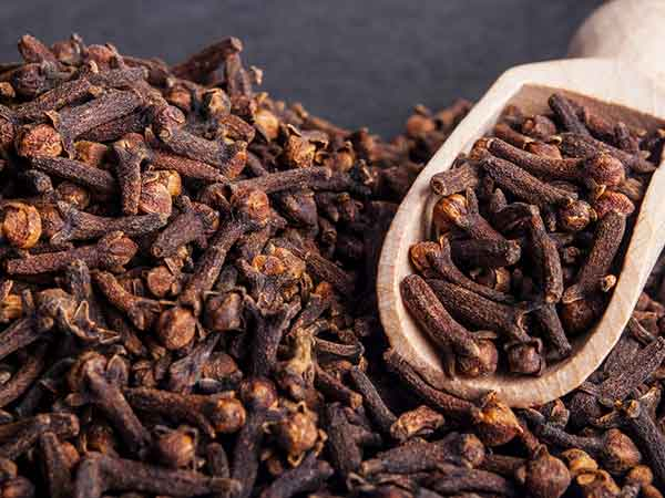 How To Use Cloves For Digestion & Stomach-related Problems