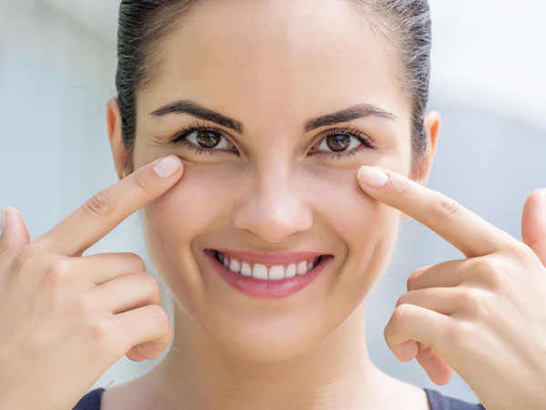 Get Rid Of Dark Circles Instantly Using Almond Oil