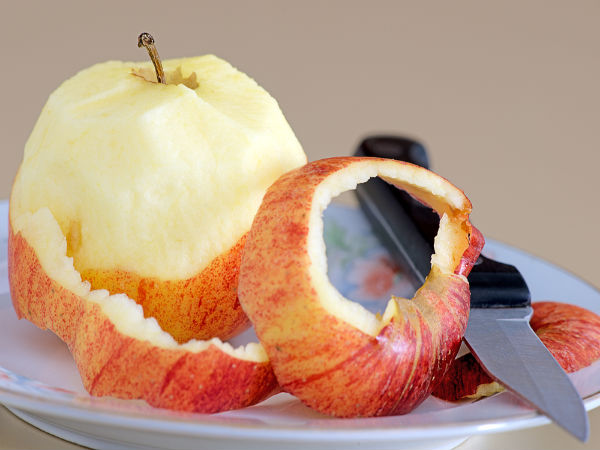 Peeled Or Unpeeled Apple - Which One Should You Eat?