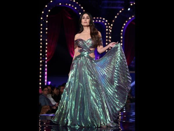 Kareena Kapoor Khan's Iridescent Gown At The Finale Of LFW 2018