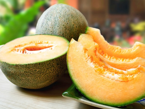 Muskmelon can help you get a healthy Hair and glowing skin