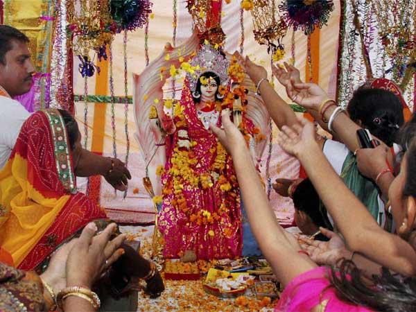 నవరాత్రులు 2020 : 8వ రోజున మహాగౌరి మాత నలుపు రంగులో ఎందుకుంటుందో తెలుసా...!