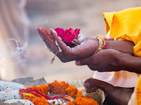 పితృ పక్షాలు 2021:పూర్వీకుల ఆత్మకు శాంతి కోసం పితృ పక్షాలందు ఈ ఏడు వస్తువులను దానం చేయండి