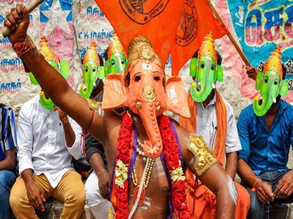 Ganesh Chaturthi 2021:వినాయక చవితి రోజున చంద్రుడిని ఎందుకు చూడకూడదంటే...