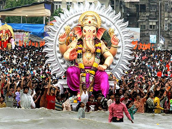 Ganesh Chaturthi Special:వినాయక ప్రతిమలను ఎందుకు నిమజ్జనం చేస్తారో తెలుసా...