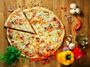 Yammy Tasty Chicken Pizza Recipe