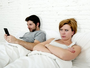 Dealing With Partner Who Is Addicted His Phone