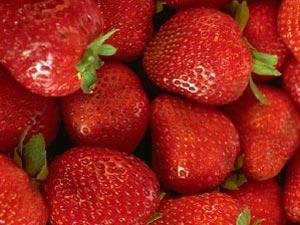 Strawberry Facial Mask Makes Your Skin Pores Aid