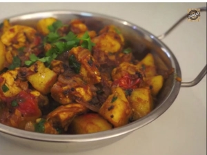 Yummilicious Chicken Aloo Curry Recipe