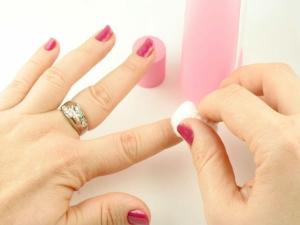 7 Easy Ways Prevent Brittle Nails 010164
