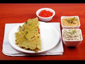 Healthy Methi Palak Akki Roti Telugu Vantalu