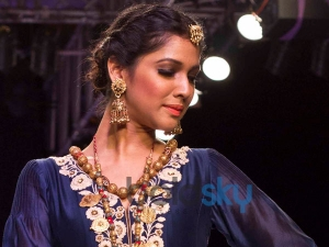 Ways Wear The Jhumka Fashionably