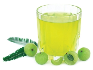 Reasons You Should Drink Glass Amla Juice Every Day