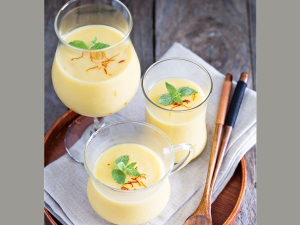 Healthy Kesar Pista Milkshake Recipe