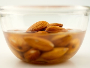 Reasons Why You Should Eat Soaked Almonds