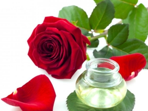 Ways Use Rose Water Hair Care