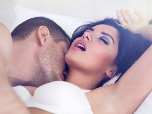 Signs Your Partner Enjoys Your Touch