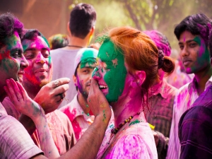 Know The Right Colours Play Holi With Your Lover
