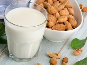 Wonderful Benefits Consuming Almond Milk During Pregnancy