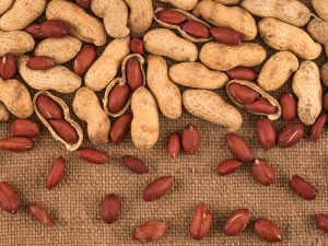 Why Snacking On Peanuts Is Healthy