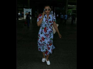 Repeating Trend At Airport Kajol Florals