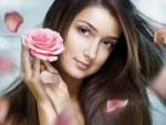 Eleven Natural Ingredients You Can Use To Refresh Your Skin