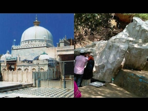A Stone Floats In The Air This Dargah At Ajmer