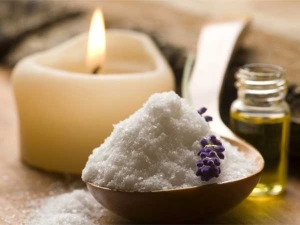 How To Detox Your Facial Skin With Sea Salt