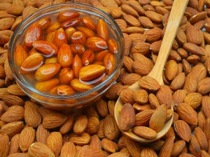 Health Benefits Of Eating Soaked Almonds In The Morning