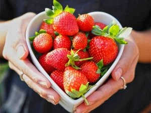 Six Wonderful Beauty Benefits Of Strawberries For Skin And Hair