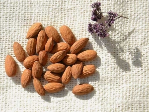 Ways To Use Almond Oil For Brighter Complexion