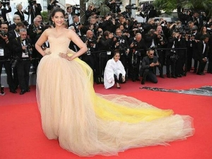 Cannes 2018 Sonam Was The Game Changer Her Nude Corset Gown