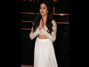 Madhuri Dixit Janhvi Kapoor Totally Dazed Dazzled Us Their E