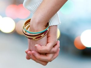 The Way You Hold Hands With Your Partner Reveals Secret About