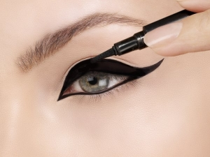 How To Apply Liquid Eyeliner Step By Step Guide