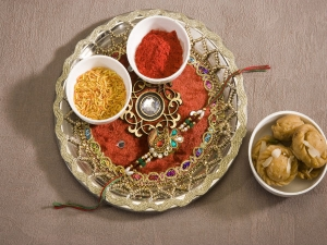 Items To Keep On The Rakhi Tray