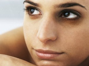 How To Cure Acne And Dark Circles With Clove Oil
