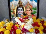 Favourite Flowers To Lord Shiva And Benefits By Offering Them With Devotion