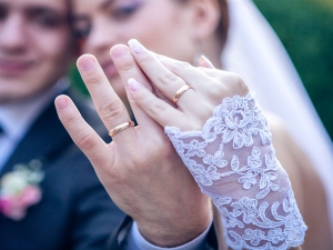 Why Women Wear Wedding Ring On The Left Hand