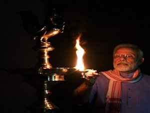 India Lights Candles Diyas To Show Unity In Fight Against Covid 19