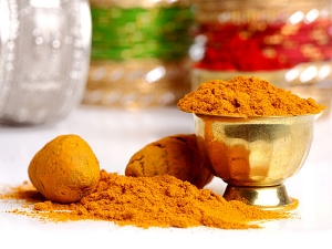How To Use Turmeric And Salt Mix For Bright Skin